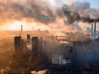 Koncentrácia oxidu uhličitého v atmosfére napriek pandémii láme rekordy
