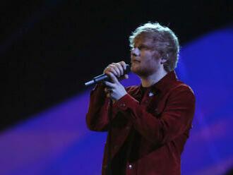 Zpěvák Ed Sheeran se stal sponzorem fotbalistů Ipswiche