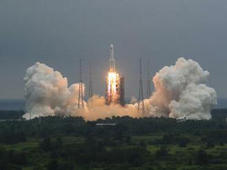 Trosky čínské rakety dopadnou asi o víkendu, stále se neví kdy přesně ani kam