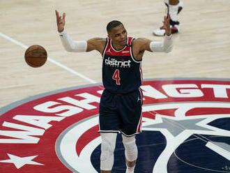 NBA: Lakers zdolali Denver aj bez Jamesa, Curry potiahol Warriors