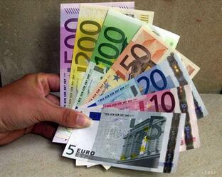 Finančná správa môže žiadať informácie o väčších sumách cez hranice EÚ