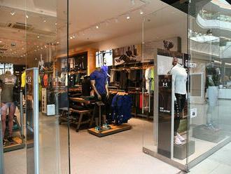 Výrobca športového oblečenia Under Armour zvýšil tržby o 35 %