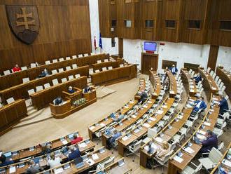 O skrátenom konaní k úprave štátneho rozpočtu sa rozhodne až v utorok