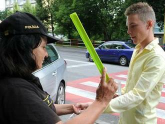 Polícia upozorňuje na dôležitosť reflexných prvkov
