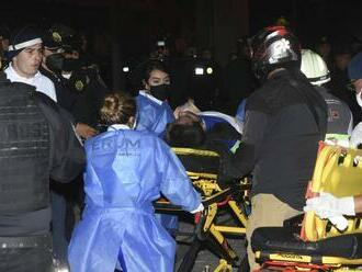 Mexiko: V hlavnom meste sa zrútil nadjazd metra, zahynuli pri tom ľudia