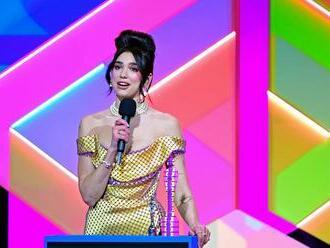 Na cenách Brit Awards uspěla Dua Lipa, singl roku natočil Harry Styles