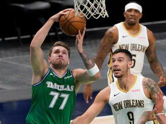 Dončič opäť potiahol Dallas, Lakers zvládli ďalšiu drámu