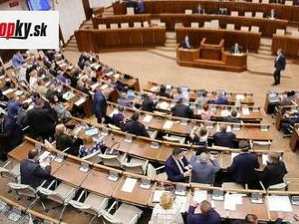 V utorok sa má začať riadna schôdza parlamentu: Poslancov čaká vetovaný zákon i petícia