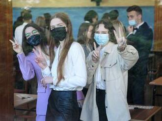 Poľsko uvoľňuje opatrenia: Otvárajú sa nákupné strediská, časť škôl i múzeá
