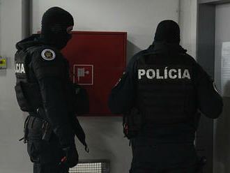 NAKA zasahovala v Seredi a ďalších častiach Slovenska, celkovo obvinila 16 osôb