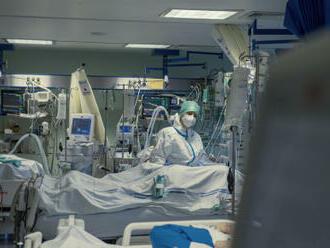 Epidemie opět zpomalila, hospitalizovaných je nejméně od srpna
