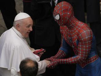 Na papežovu generální audienci zaskočil Spider-Man