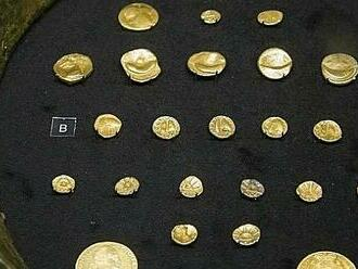 Ničivá povodeň odhalila poklad. Zlaté mince ale vesničanům blahobyt nepřinesly