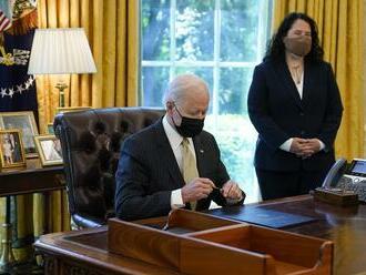 Biden podpísal zákon, ktorým sa zavádza sviatok na počesť zrušenia otroctva