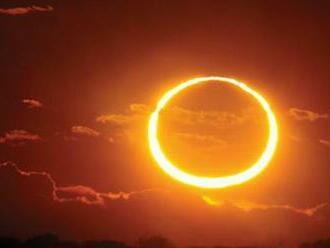 Čiastočné zatmenie Slnka môžeme vidieť aj na Slovensku. Od obeda