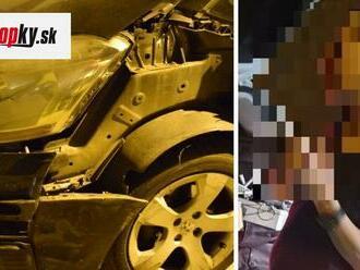 Na mol ožratú vodičku museli trnavskí PMJ-čkári podpierať: FOTO Zničila dve autá