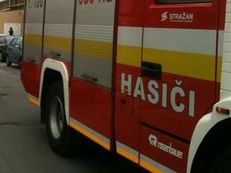 V bytovom dome v Bratislave horí: Na mieste zasahujú hasiči