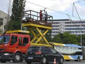 Na košickej Triede SNP došlo k strhnutiu trakčného vedenia: Pripravte sa na obmedzenia v doprave