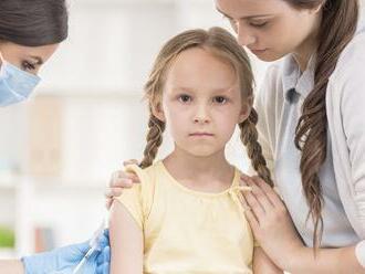 Ďalšie krajiny povolili očkovanie detí vakcínou Pfizer: Nemecko stále váha, na čo čakajú?