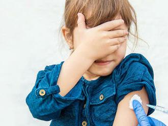 Chystá sa vaše dieťa na očkovanie? Tu sú podrobné informácie, čo ho čaká