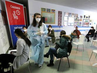 EMA neodporúča vakcínu od AstraZenecy ľuďom so syndrómom kapilárneho úniku