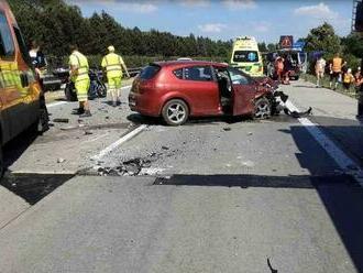FOTO: V Česku sa pre horúčavy zvlnila a popraskala diaľnica, havarovalo päť áut