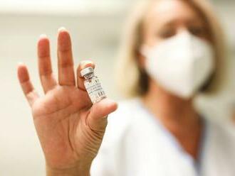 Česko má méně nákaz než minulý pátek. Slovensko projedná zákon zvýhodňující očkované