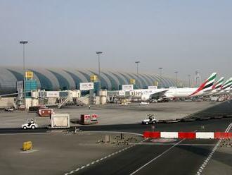 Na letisku v Dubaji sa zrazili dve lietadlá