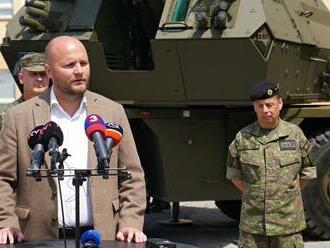 Jaroslav Naď: Profesionálni vojaci si prevzali prvých osem húfnic Zuzana 2