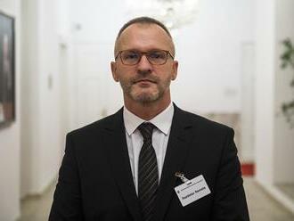 Kto marí spravodlivosť?! Prokurátor Rastislav Remeta tvrdí, že Prezídium polície prerušilo zatýkanie obvinených. Dvaja sú tak na úteku.  Remeta zároveň považuje odvolanie vedúcej tímu ÚIS za viac ako neštandardné