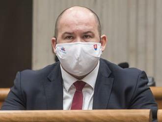 """Vládna koalícia má problém, poslanec Peter Pčolinský vyhlásil, že už """"nebude držať hubu a krok."""" Postupne začne zverejňovať informácie…"""