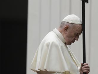 Je to rozbuška, pápež sa neočkovaných nebojí. Mikloško, Hlina a farári reagujú na povinnosť očkovania