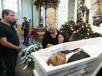 Pohřeb českého 'Floyda'. S Romem se rozloučily tři desítky lidí, tělo bylo nabalzamované