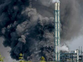 Úterní výbuch chemičky v německém Leverkusenu má další tři oběti, po dvou lidech se nadále pátrá
