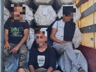 V tureckom kamióne zaparkovanom v Šahách sa ukrývali siedmi Afgánci