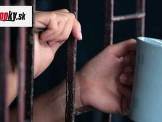 FOTO Väzeň odhalil, ako si vyrába víno za mrežami: Stačia mu na to tri suroviny!