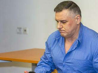 Priznal sa k desiatkam vrážd, no vinu na jednej odmieta. Rodina čaká na spravodlivosť 23 rokov
