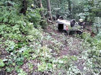 Jednotka ze stanice Louny vyjela kdopravní nehodě osobního auta uobce Peruc, skončilo na střeše…