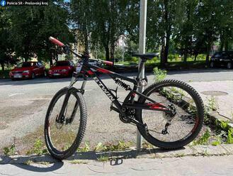 Spred obchodného domu v Prešove niekto ukradol uzamknutý bicykel, informuje polícia