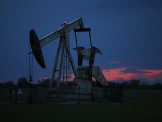 Ceny ropy díky obnovení těžby v USA po hurikánu klesají