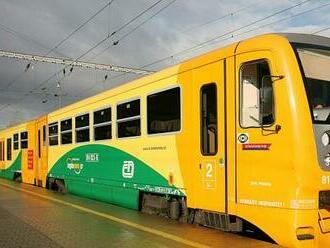 U Klášterce srazil vlak člověka, železniční doprava stojí