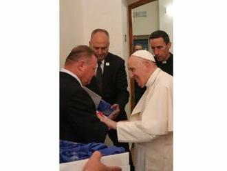Pápež František prijal na osobnej audiencii filantropa Milana Fiľa. Odovzdal mu tento dar