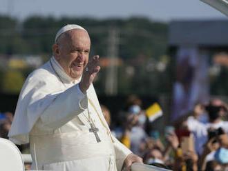 Do Šaštína prišli na omšu s pápežom Františkom desaťtisíce pútnikov, nechýbal ani Bezák