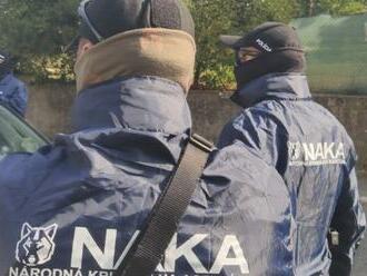 Súd rozhodne o väzbe obvinených vyšetrovateľov NAKA aj Scholtza, výsluchy potrvajú do noci