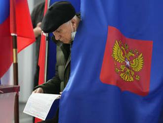 Podľa prvých predbežných výsledkov v parlamentných voľbách zvíťazilo Jednotné Rusko