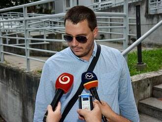 Okresný súd Bratislava III rozhoduje o väzbe osôb zadržaných v rámci akcie Úradu inšpekčnej služby. Obhajca Kubina tvrdí, že stíhanie vyšetrovateľov NAKA Čurillu a Ďurku je nezákonné