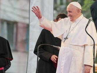 Na Luníku IX. privítali pápeža Františka spevom