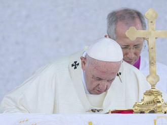 ONLINE: Pápež pred 50-tisíc ľuďmi: Všetkých vás budem nosiť v srdci