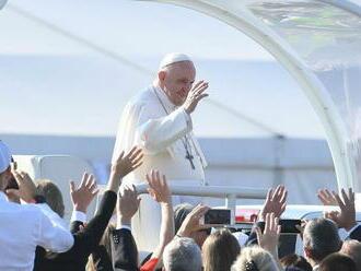 Feldek prebásnil obľúbenú báseň pápeža Františka