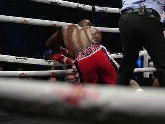 Vo veľkom návrate rýchly knokaut. Legendu boxu znemožnila exhviezda MMA